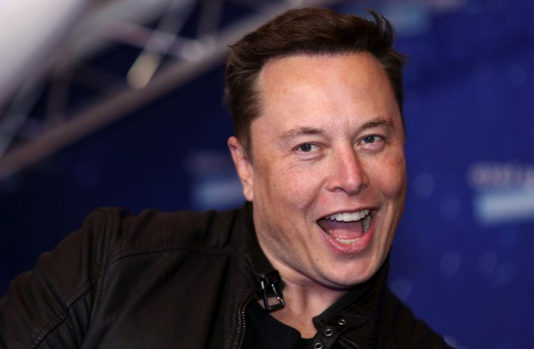 Elon Musk explains how self-driving robotaxis justify Tesla valuation